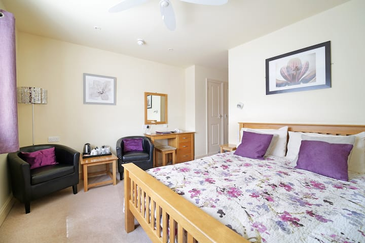 Room 4 · The Masons Arms, double room