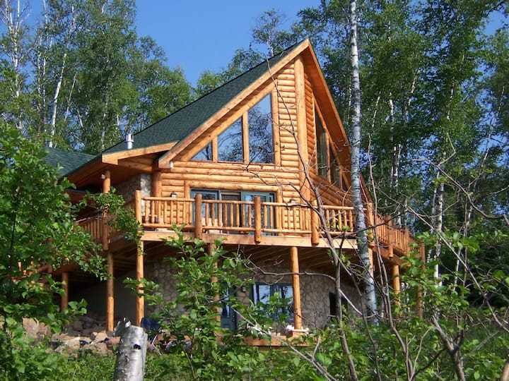 Executive Log Home Lake Superior Spectacular Views