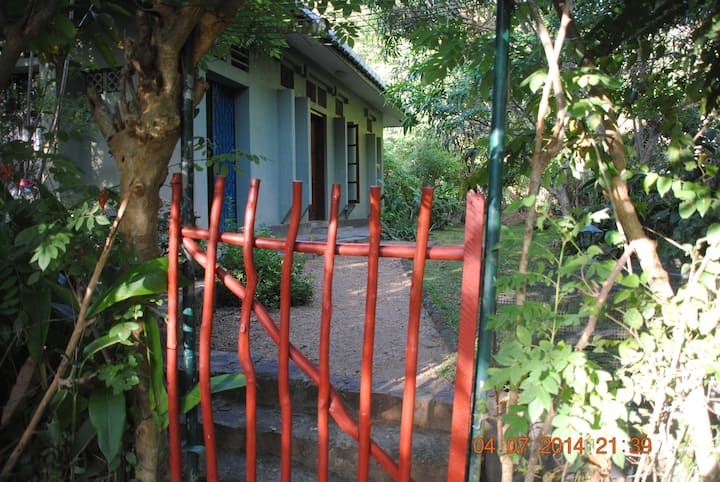 Fully furnished luxury bungalow to let in Tangalle