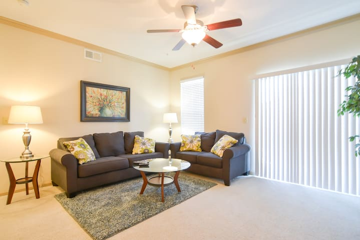 13204 Well-Appointed 2BR in Lenexa! - Lenexa - Apartmen