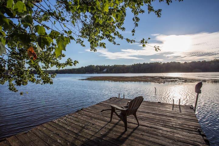 Waterfront Lake Gaston home including kayaks!