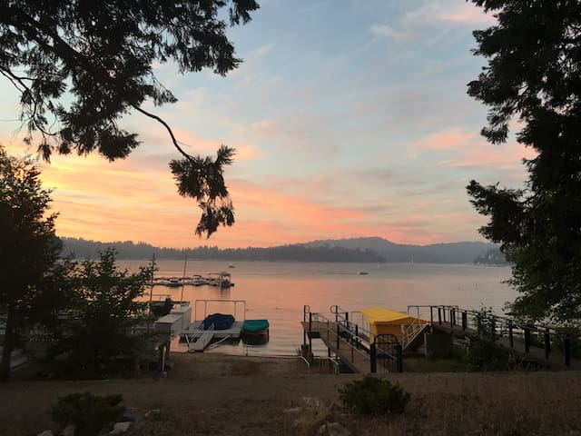 Lakefront House steps from village & walking trail - Lake Arrowhead - House