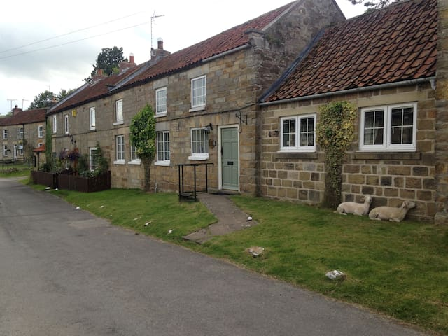 SUNNEYSIDE COTTAGE HUNTON LE HOLE NORTHYORKSHIRE