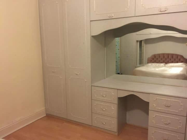 Large double bedroom, Salford near Media City