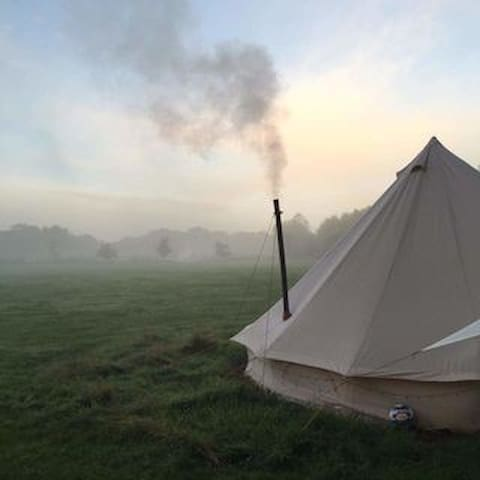 Bell Tent in Meadow near Tintagel, beautiful views - Cornwall