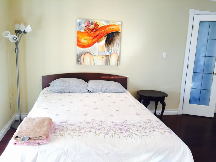 1 queen-size bed