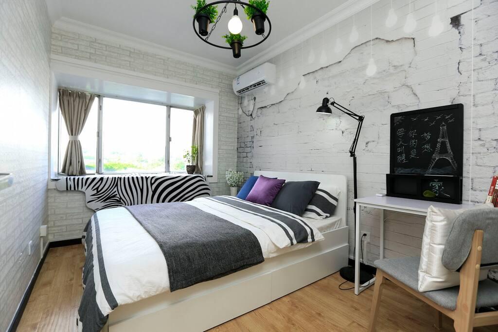 卧室1-双人大床房