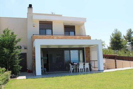 250sqm luxury villa next to the beach! Great view! - Chaniotis - House