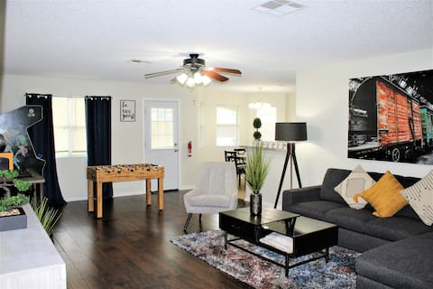 THE MUSTANG - Newly furnished/Spacious Home