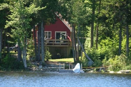 Private, secluded lake side cabin