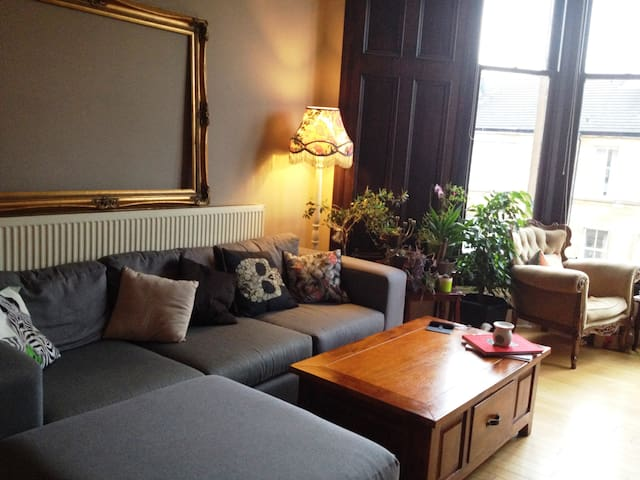 Spacious Bright Victorian Apartment in Hip Area - Glasgow - Appartement