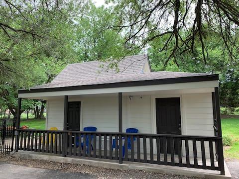 Fresh Remodel- Tiny House Private Estate Escape