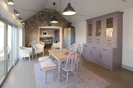 Masons Yard Holiday Cottage from 2 to 6 persons. - Cley next the Sea