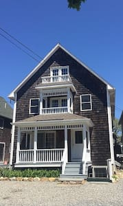 Spacious Home, Central Air, Walk to Everything - Oak Bluffs
