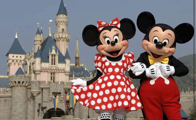 Orlando Resort-Style close to all major parks!