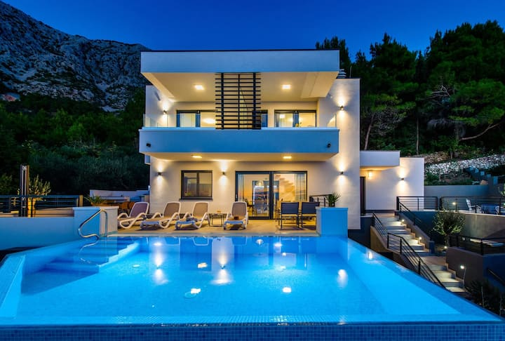 Villa Leona **** Luxury villa near Makarska, heated pool