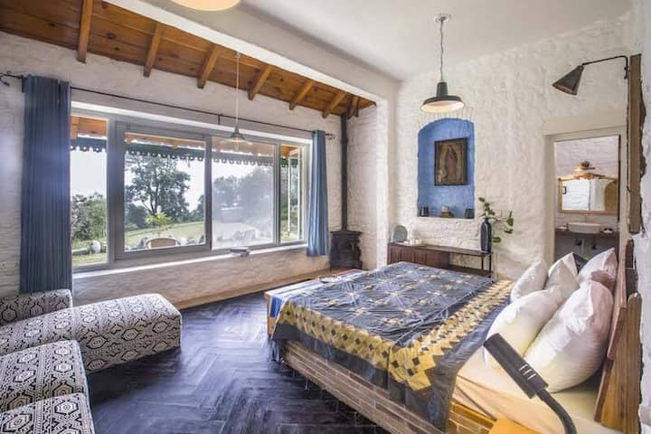 Turret Room (Bara Bungalow Gethia, Nainital)