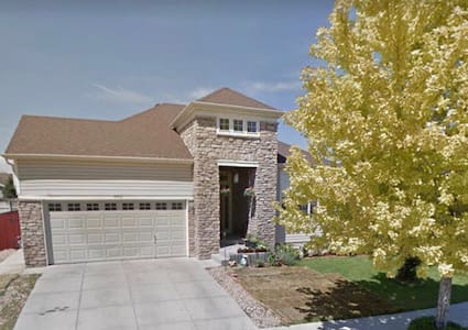 Close to Denver Int Airport-Bedroom, Private Bath