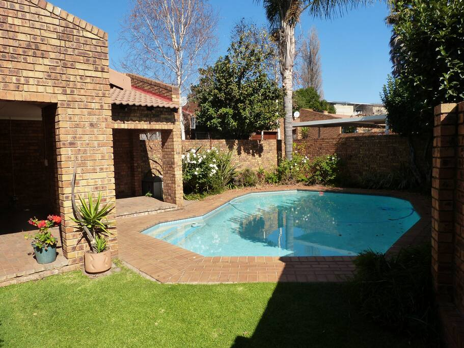 Garden Cottage With Swimming Pool In Melville Houses For Rent In Johannesburg Gauteng South
