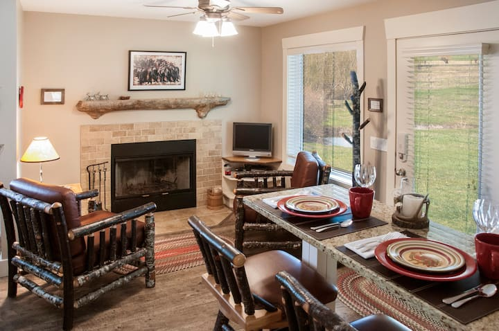 Cozy cabin for two with amazing amenities!