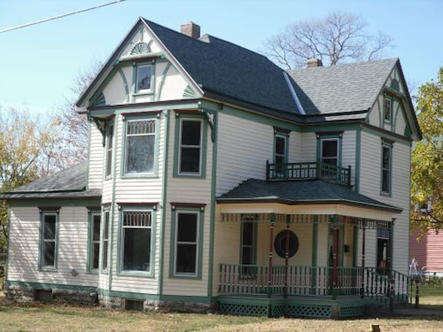 Downey House in Plattsburg, MO - Plattsburg - Casa