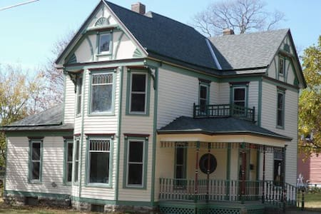 Downey House in Plattsburg, MO - Dům