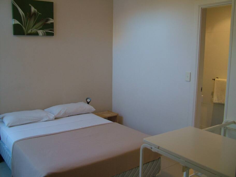 Clean, comfy and cozy room with double bed and ensuite.