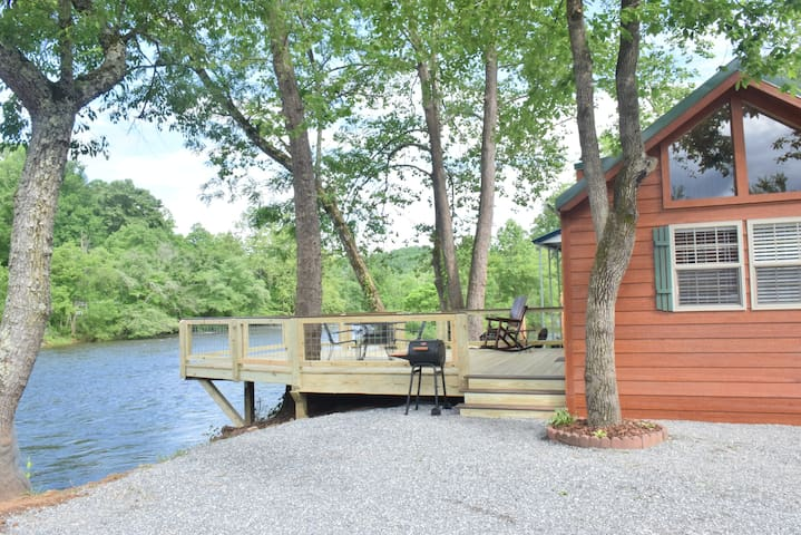 ⭐️Riverfront Tiny Adventure⭐️ Sleeps 8/wifi/W/D