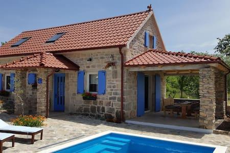 Maison de deux chambres avec la terrasse Puljane, Krka (K-11688)