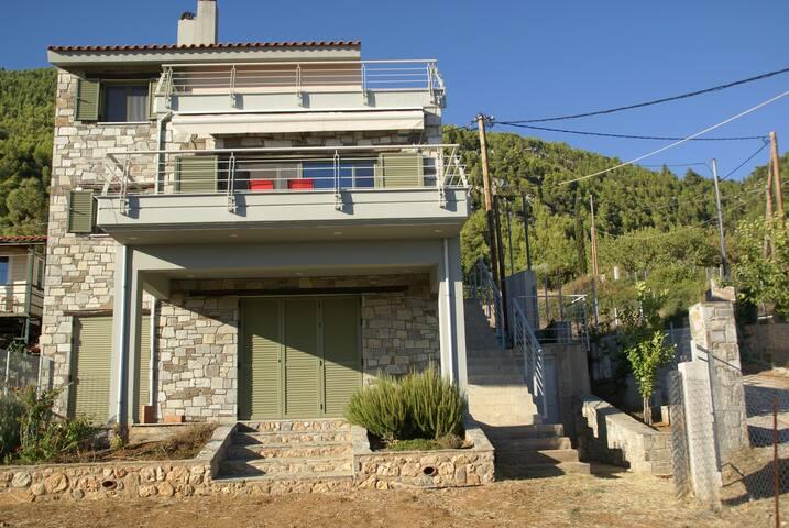 Πέτρινο σπίτι Μητσικώστα στη Νεροτριβιά - Nerotrivia