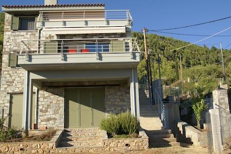 Πέτρινο σπίτι Μητσικώστα στη Νεροτριβιά - Nerotrivia - Casa de camp