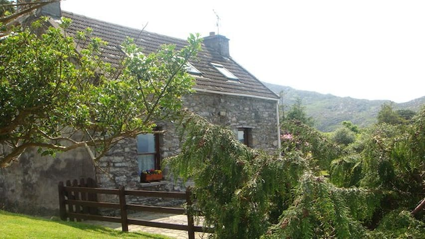 Traditional Cosy Stone Cottage - Lauragh - Cabana