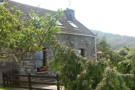 Traditional Cosy Stone Cottage - Lauragh