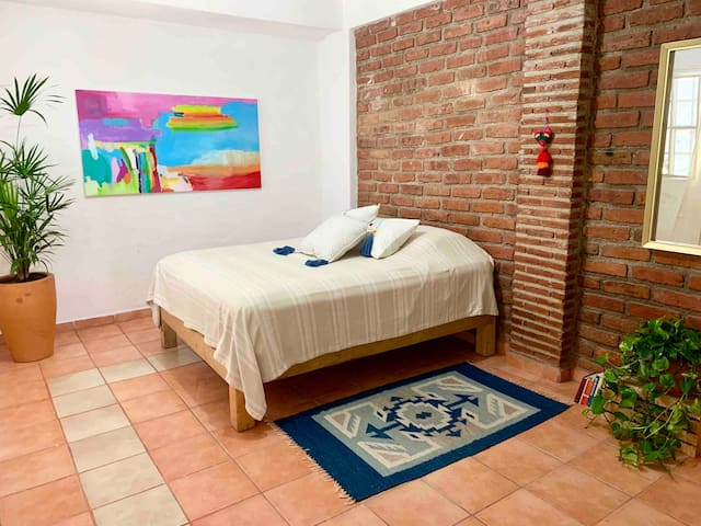 Spacious bedroom, 3 blocks from the beach!