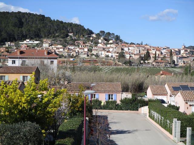 premier étage de villa plein sud - Carnoules - Leilighet