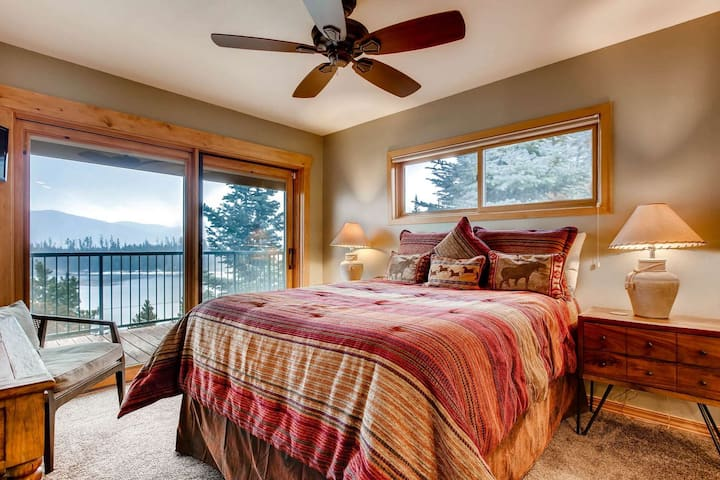 No-Fee Cancellation, Cleaning Buffer Between Guests, Unobstructed Views of Lake Dillon/Gore Range