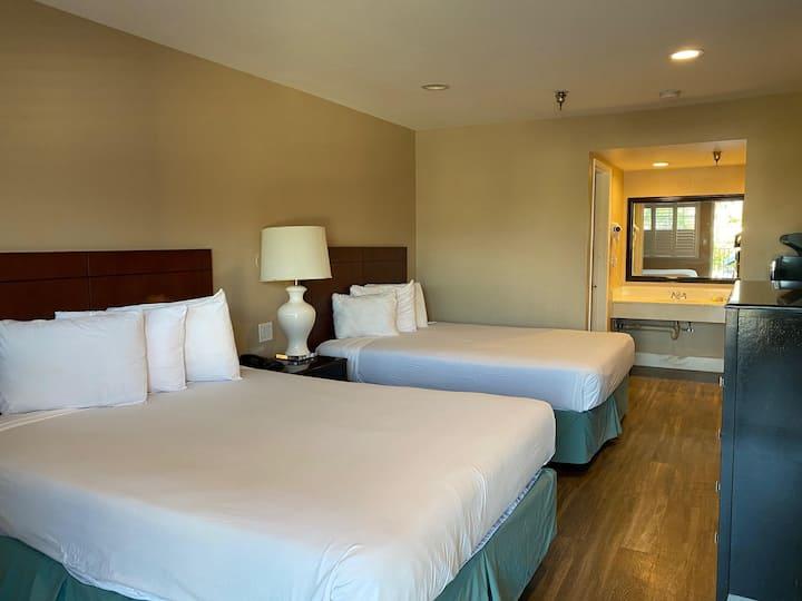 *NEW* 206 - Heated Pool + Tub + Clean Motel Suite
