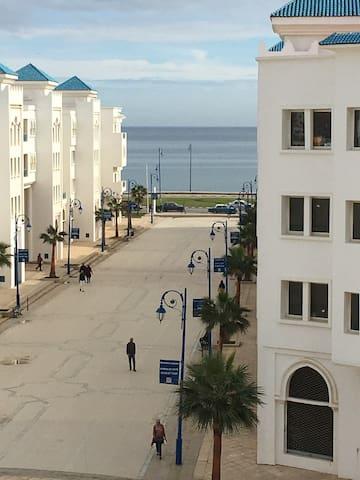 TRES BEL APPARTEMENT FACE A LA MER - Fnideq - Apartemen