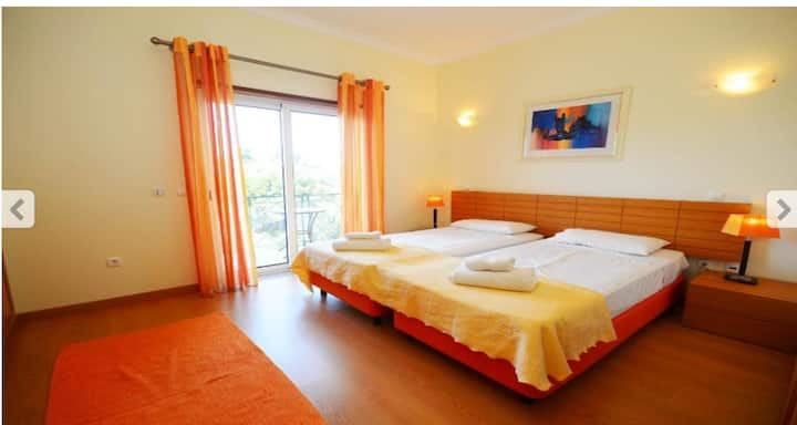 Albufeira BnB: Double room , en-suite, balcony.