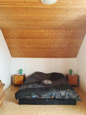 Hálószoba 1. Schlafzimmer 1. Bedroom 1.