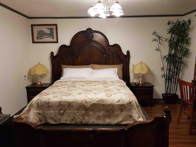 San Gabriel Suite (1 Room)