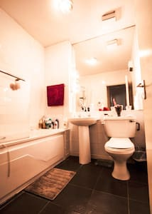 Cosy double bedroom in the heart of Temple Bar - Dublin - Apartment