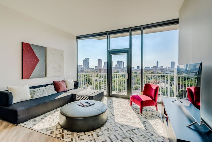 Flexible living at its finest   1BR in Houston