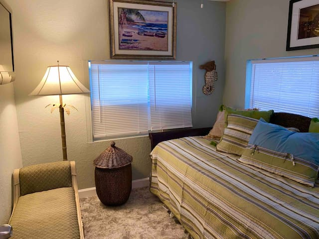 TRUNDLE ROOM WITH TWIN THAT CONVERTS INTO KING BED AND FLAT SCREEN TV