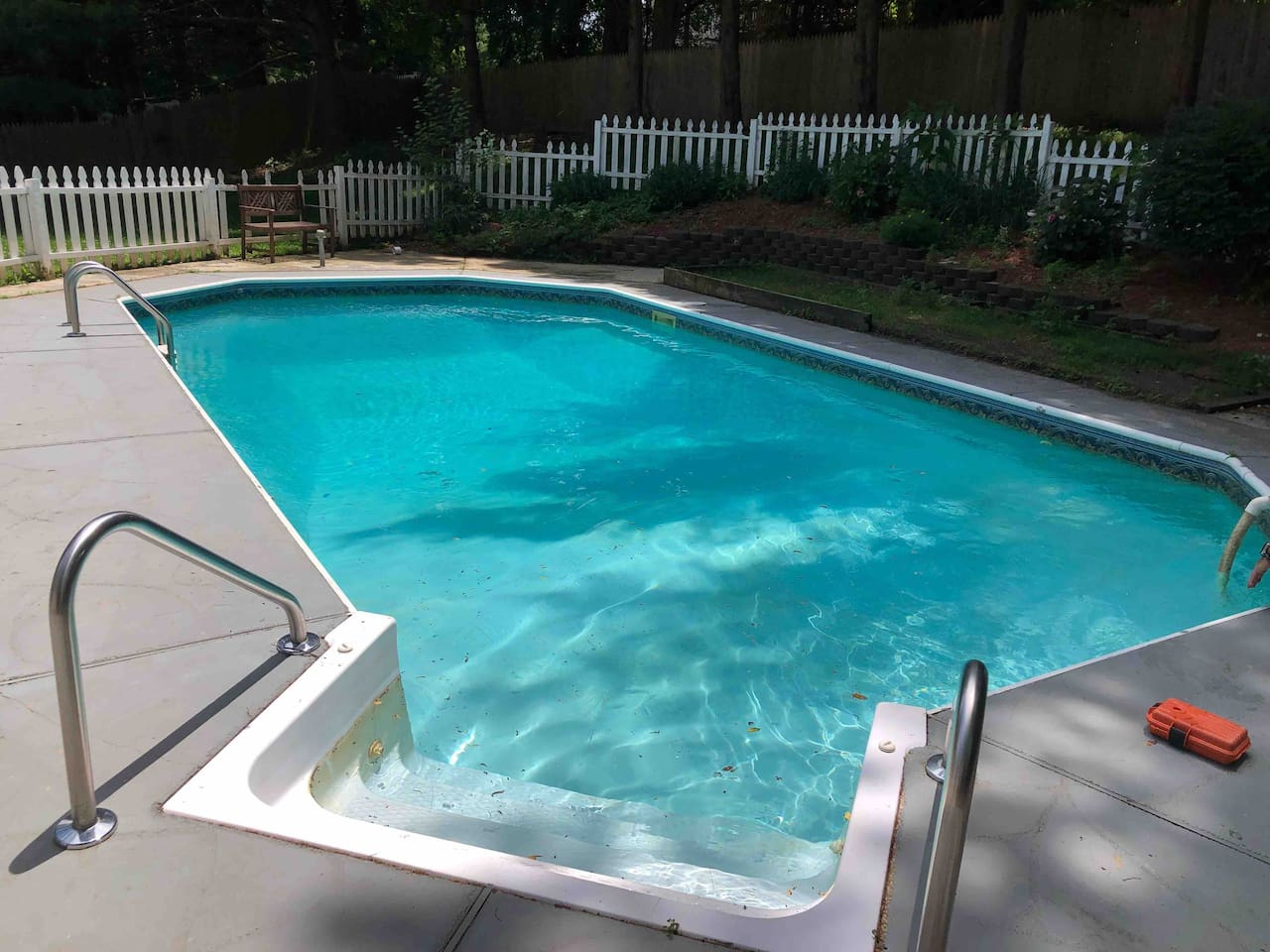 Fully Functional Outdoor Pool Perfect for Summer!