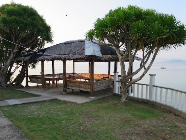 Air conditioned Wooden Chalet close to Beach - Moalboal