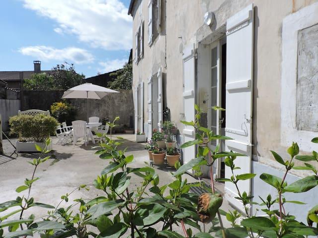 Maison proche de Casteljaloux - Damazan - Casa