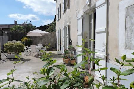 Maison proche de Casteljaloux - Damazan - Huis