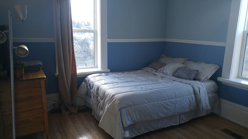 Cozy Bedroom in Fenelon Falls - Kawartha Lakes - House