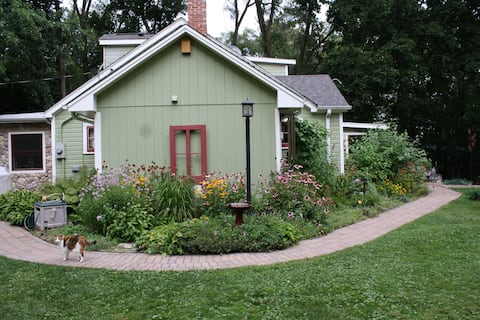 Kettle Moraine Cottage B&B Garden Room